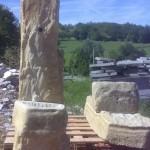 fontana in pietra arenaria locale