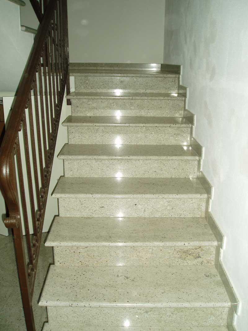 Realizzazione gradini ed alzate in marmo - Scale in granito per interni ...